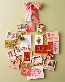 Top 10 Christmas Wreath Ideas - including this Christmas card wreath! kellyelko.com