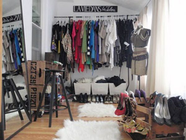 Vintage inspired dressing room ideas of Hammers & High Heels - love the rolling crate storage and the way she stores her shoes! kellyelko.com