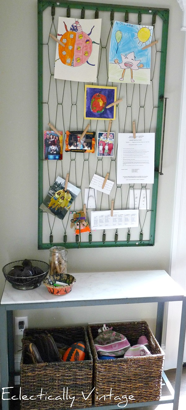 Make your own memo board - with a crib spring!  kellyelko.com