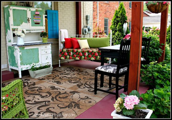 Eclectically Vintage outdoor rooms decorating