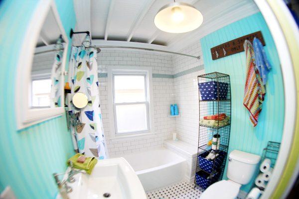 Beach Bathroom Decor - love this mix of colors kellyelko.com