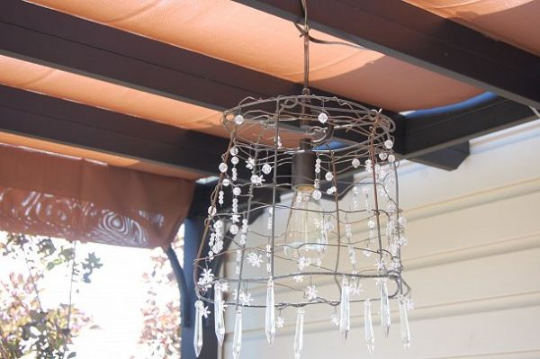 Make a tomato cage chandelier kellyelko.com