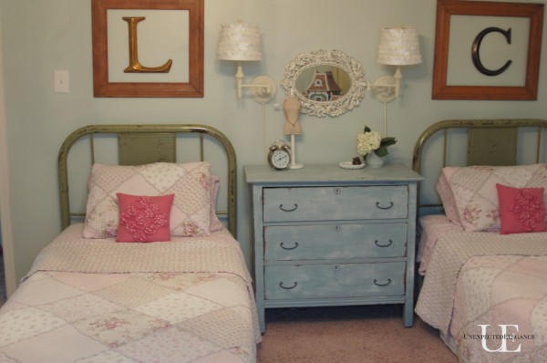 Farmhouse Industrial House Tour - the perfect mix.  Love this vintage bedroom