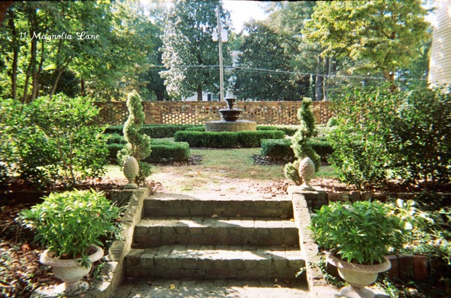 Tour this southern home and gardens kellyelko.com