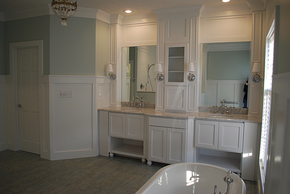 Gorgeous white bathroom - love the built ins