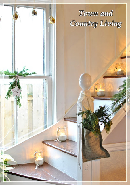 Simple Christmas Staircase - take the full tour