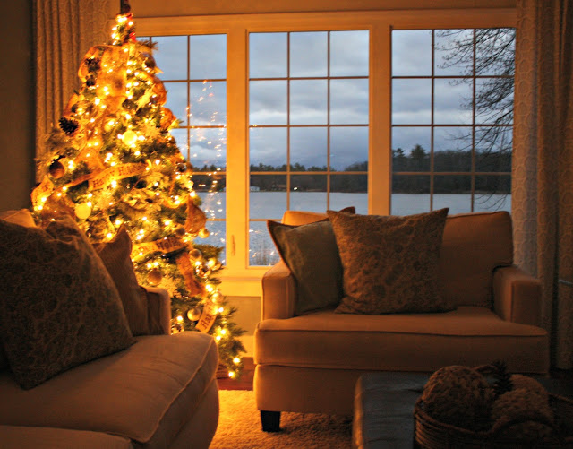 #Christmas House Tours - on the lake (tons of great DIY ideas) eclecticallyvintage.com