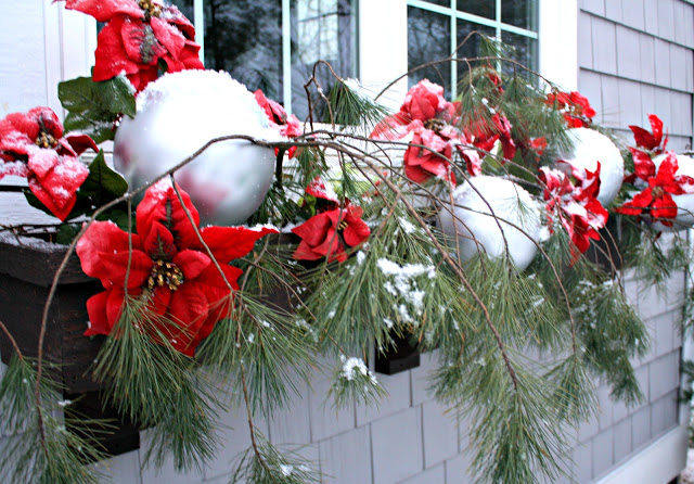 #Christmas House Tours -tons of great DIY ideas like these bouncy ball ornaments!  kellyelko.com