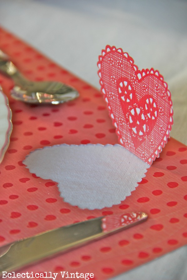 Make pop up Valentine place mats eclecticallyvintage.com