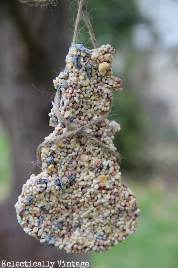 Make your own simple birdseed ornaments - the birds will flock to your yard!  eclecticallyvintage.com