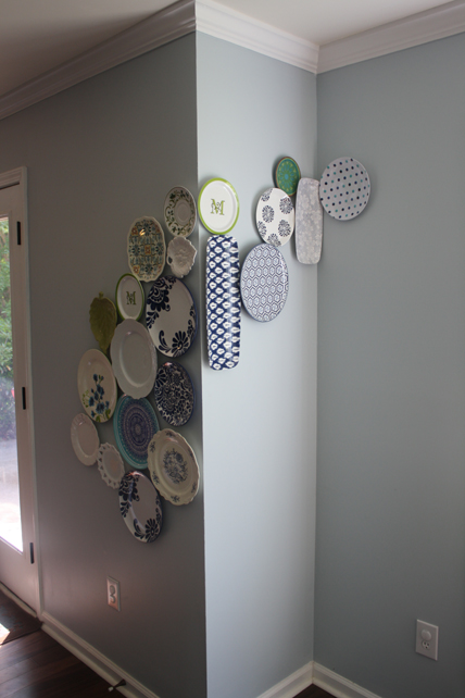 Wrap around the wall plate wall - DIY and fabulous!  Plus great house tour