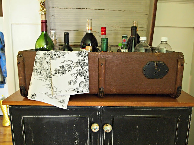 Flea Market Fabulous house tour - you don't want to miss this!  Love this suitcase bar!