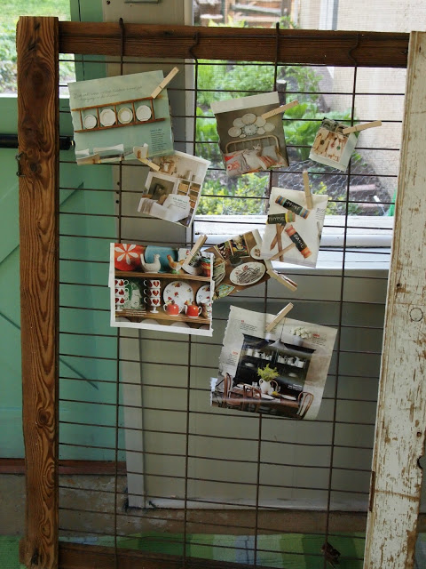 Flea Market Fabulous house tour - you don't want to miss this!  Love this pig pen memo board