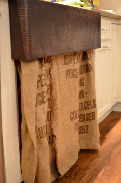 Flea Market Fabulous house tour - you don't want to miss this!  Love this burlap sink skirt
