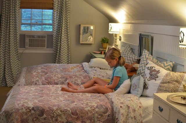 Flea Market Fabulous house tour - you don't want to miss this!  The girls bedroom is dreamy