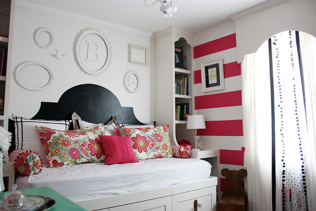 Tons of DIY ideas in this colorful bedroom!