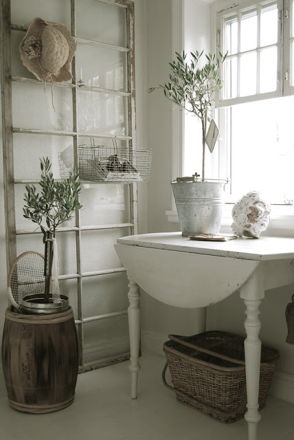 10 Unique Repurposed Windows - very cool ideas!  eclecticallyvintage.com
