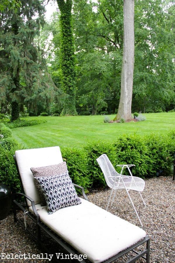 Stunning back yard with lush plantings   kellyelko.com