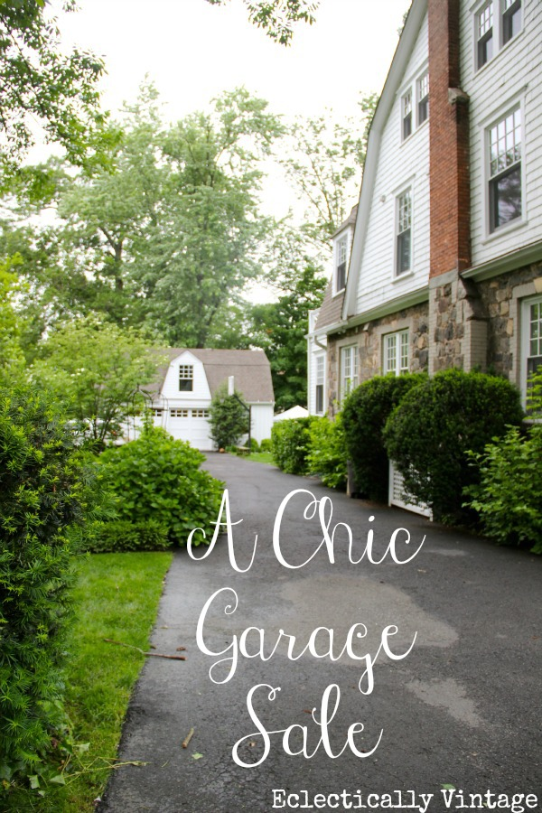 How to throw a chic garage sale with style!  People will knock down your door shop at your sale! kellyelko.com