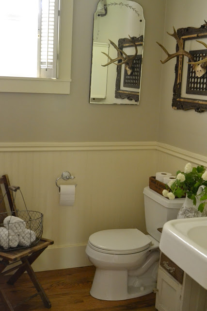 Vintage powder room - great details