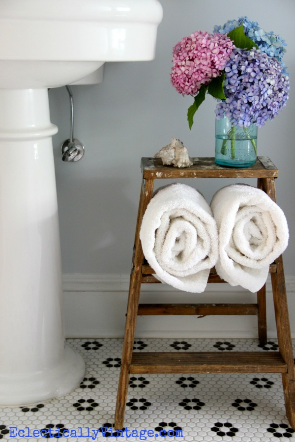 Love this vintage bathroom - and the old ladder storage!  kellyelko.com
