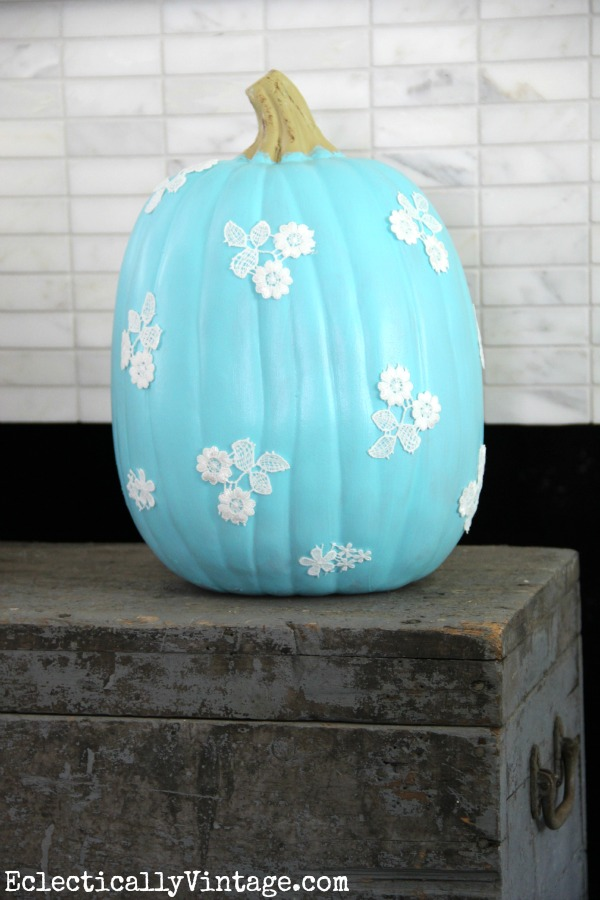 Lace Pumpkin - love everything about this fun fall craft!  kellyelko.com