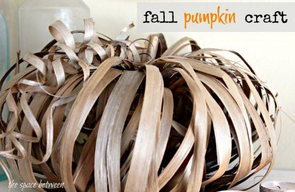 10 Off the Vine Pumpkin Crafts - including these canning jar ring pumpkins!  kellyelko.com