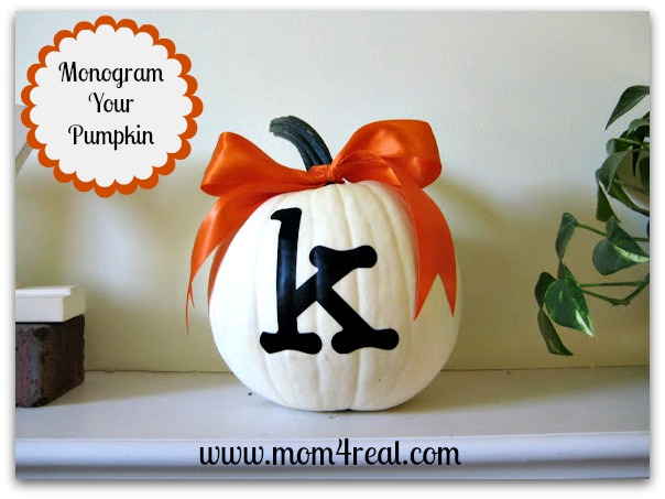 10 Off the Vine Pumpkin Crafts - including this monogrammed pumpkin!  kellyelko.com