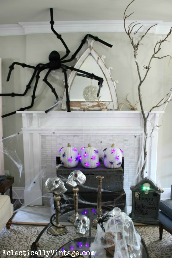 #Halloween Decoration Ideas - love this fabulous mantel (and those DIY pumpkin lights)!  eclecticallyvintage.com