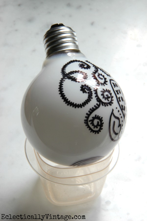 Doodle Lightbulbs - these look so cool in a light fixture!  eclecticallyvintage.com