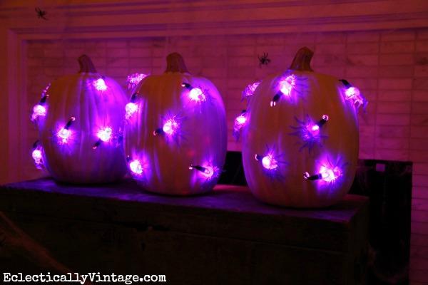 DIY Spider pumpkin lights!  kellyelko.com