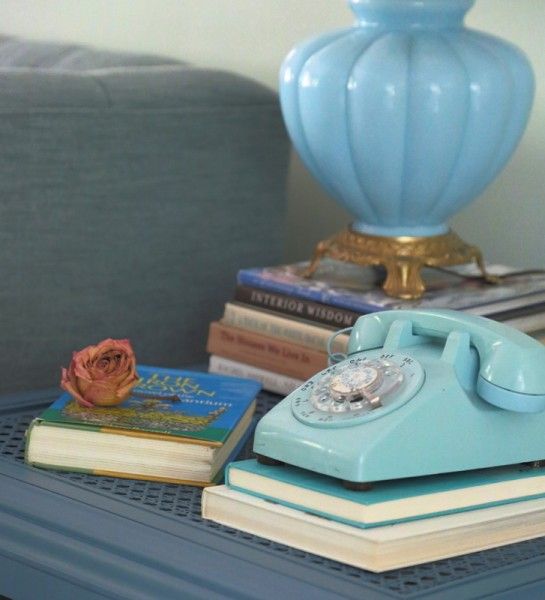 Incorporating vintage accessories into a room eclecticallyvintage.com