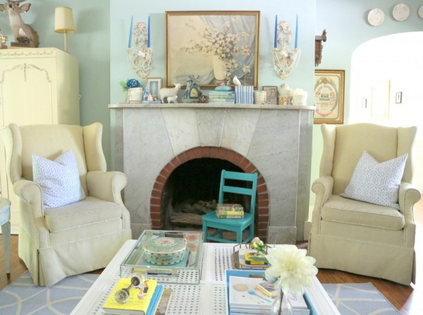 Tranquil living room - great use of color and style eclecticallyvintage.com