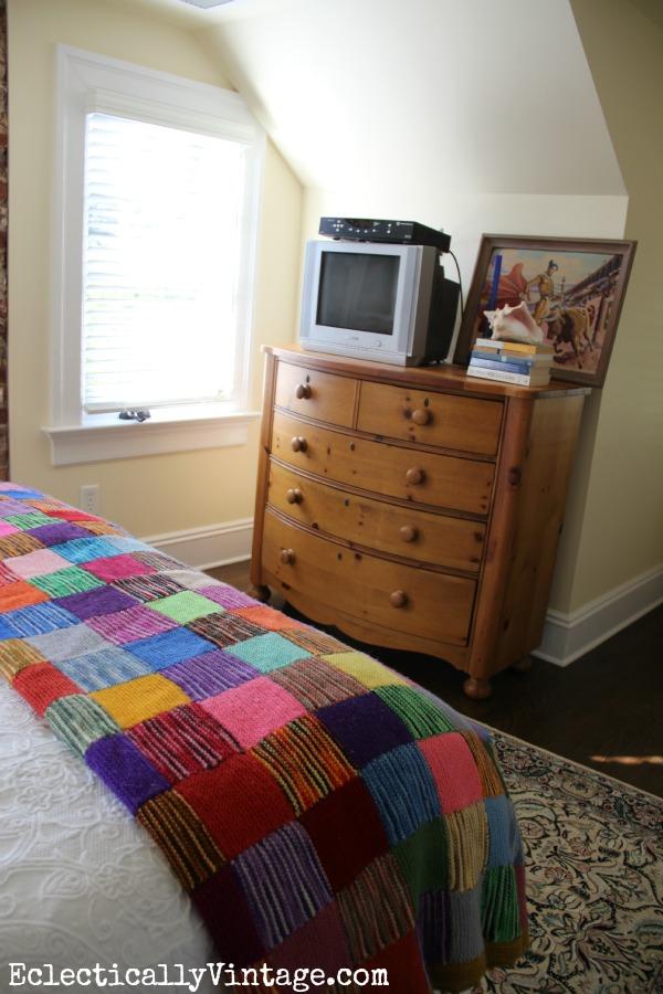 Cozy attic guest room kellyelko.com