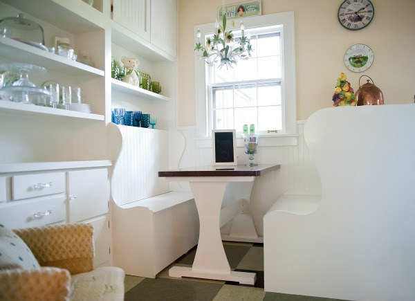 Built in Kitchen Benches - such a cozy look