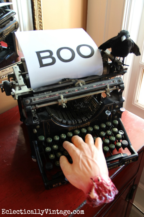 Halloween haunted typewriter!  one of the many creative ideas at kellyelko.com