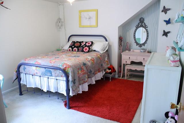 Girls vintage bedroom - tons of great DIY ideas