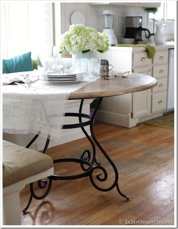 Cozy country kitchen - love the details