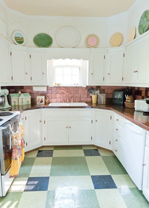 Fun Retro Kitchen from The Decorologist