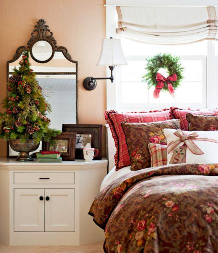 Cozy Christmas bedroom eclecticallyvintage.com