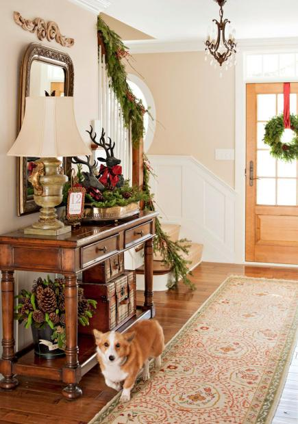 Simple Christmas decorating ideas and home tour at eclecticallyvintage.com