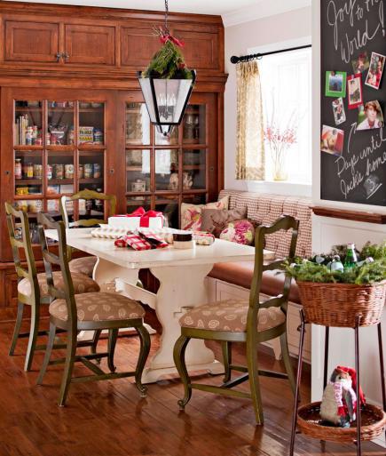 Festive holiday dining room kellyelko.com