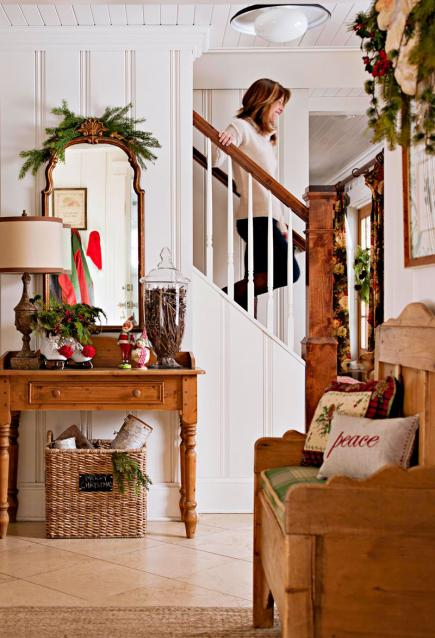 Simple Christmas decorating ideas at ecleticallyvintage.com