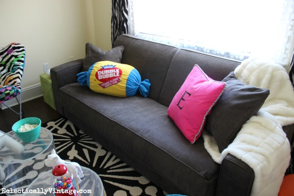 Love this sofa bed - it's comfy & perfect for small spaces eclecticallyvintage.com