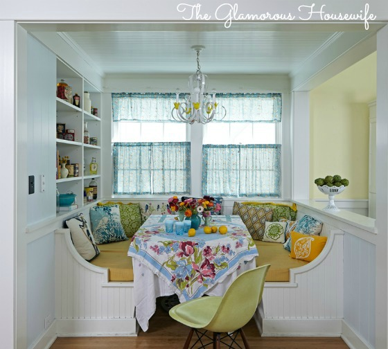 Built in breakfast nook and house tour featured at kellyelko.com