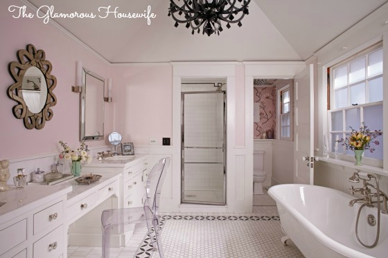 Fun pink bathroom and house tour featured at kellyelko.com