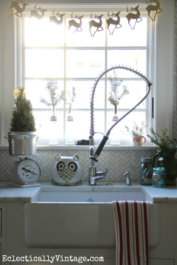 Christmas kitchen - love the glittery reindeer banner!  eclecticallyvintage.com