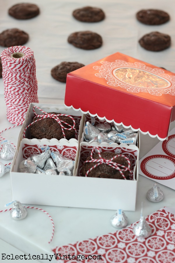 Love these Martha Stewart cookie boxes - comes with everything for a professional presentation! kellyelko.com