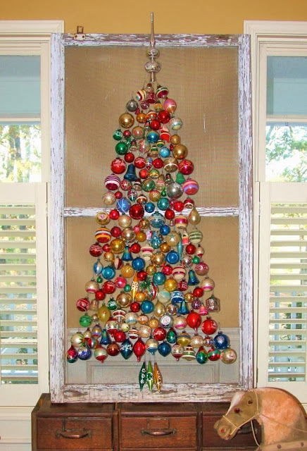 Screen door ornament Christmas tree