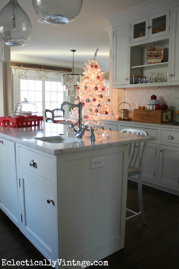 White Christmas Kitchen - part of this gorgeous home tour eclecticallyvintage.com